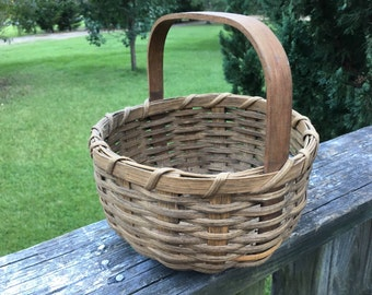Vintage Woven Round Basket--Bentwood Handle--Hand Made Basket--Country Primitive Decor--Sturdy Gathering Harvest Basket--Prim--Shabby Chic