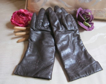 Vintage dark brown above wrist leather gloves, lined brown leather gloves, size 6 1/2 or 7 brown leather gloves, stitched detail brown glove