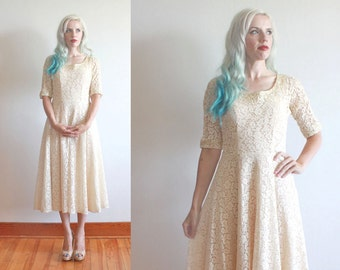 "1950s dress / 1950s ivory lace dress / 1950s wedding dress / bust 34"" waist 26"""