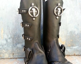 Primitive Oiled Black Leather Peaked Spats with Nickel Raven Skull & Antiqued Distressed Ring Pair 2