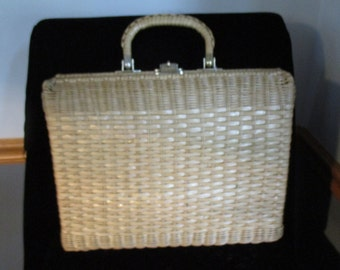 Natural Wicker - Purse-Short Handle- Twist Buckle -Large/Clean Leather Footed Vintage Womens Handbag