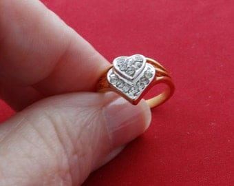 High end vintage new old stock NOS size 6 gold tone ring with heart styling and clear rhinestone accents in unworn condition