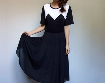 Black and White Dress 70s Short Sleeve Vintage Day Dress Accordion Pleat Summer Dress - Large L