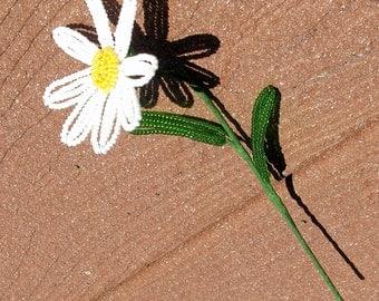 Small Daisy - French Beaded Flower