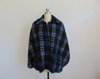 60s wool ICELANDIC cape with pockets and collar size medium