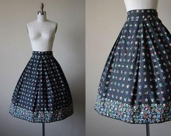 50s Skirt - Vintage 1950s Border Print Skirt - Black Bakelite Colors Floral Cotton Full Skirt S M - Fade to Black Skirt