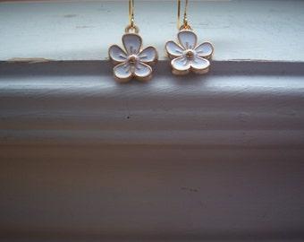 Daisy Earrings  - Flower Earrings  -Wedding Earrings- Bridesmaids Earrings -Garden Earrings