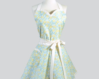 Sweetheart Retro Apron . Vintage Yellow Roses on Aqua and Ivory Womens Hostess or Wedding Gifts for Her