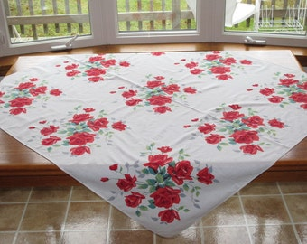 Vintage 1950s Print Tablecloth 9 Red Rose Roses Rosebud Bouquets Romantic Summer Picnic
