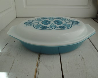 Vintage Pyrex Blue Horizon 1.5 Quart Oval Divided Dish with lid
