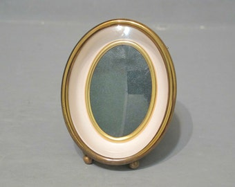 Vintage Gold Tone Metal Shadow Box Frame / Small Oval Picture Frame with Convex Glass and Easel Stand, Golden Mini Photo Frame Bubble Glass