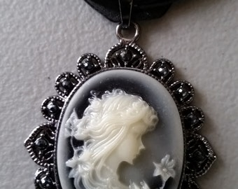 Gorgeous Lady w Flower Necklace--Lots of Details