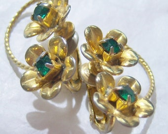 vintage gold tone flowers with green rhinestone centers clip on earrings 1115C