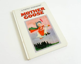 Vintage 1960s Childrens Book / Mother Goose Puppet Story Book 1969 Hc / Hologram Cover, Board Book