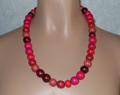 """Vintage ~ Necklace Chunky Wood Pink Burgundy Unique Variegated 1980's  Bead  Retro 23"""""""