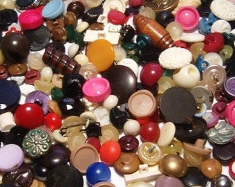 Over 200 Vintage Buttons  Large Mixed Lot Vintage Shank Buttons Craft Finishing Touch Project Buttons