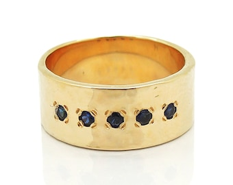 Sapphire ring set in hammered yellow gold
