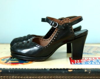 1940s Black Peep Toe pump / 40s black platform heels / Pandora Heels