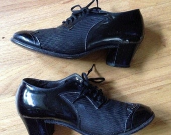 SALE 1930s black mesh and patent leather Oxford heels / 30s mesh shoes