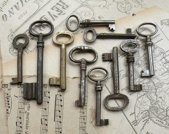 sale - antique and vintage keys - 10 large and medim genuine vintage keys - (S-78b).