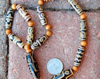 Tibetan dZi Beads: 12 Beads