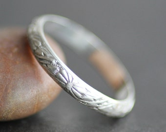 Flower Pattern Ring in Sterling Silver - Alternative Wedding Band - Made to Order - Daisy