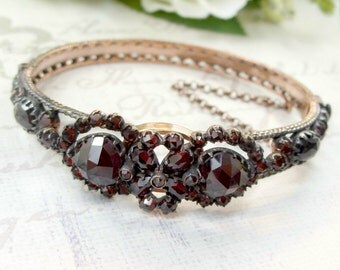 Breathtaking Vintage garnet bangle in Victorian two hearts style || ГРАНАТ