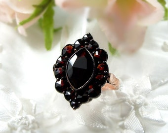 Bohemian marquise shaped garnet ring with a large center stone ||  ГРАНАТ