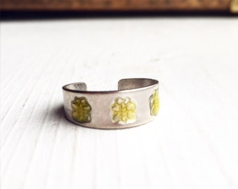 Vintage 90s Midi Ring / Little Yellow Bees / Silver Size 5 / Toe Ring / Festival Style Hippie Boho Bohemian