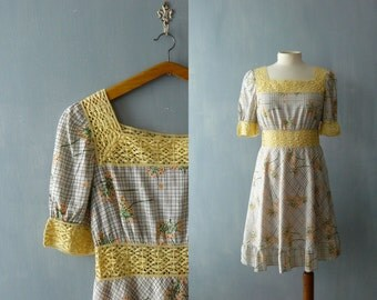 Vintage 1970s dress. Yellow floral print crochet 70s dress. 1970 cotton dress