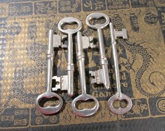 Skeleton Keys VINTAGE Skeleton Keys Five (5) SKELETON Keys Locksmith Keys Assemblage Art Jewelry Supply Skeleton Vintage Keys (L145)