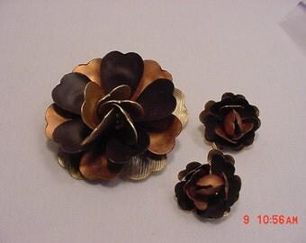 Vintage Metal Flower Brooch And Clip  On Earring Set    16 - 461