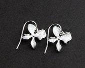 ON SALE Silver flower Earrings , Wedding Earrings, Delicate Silver Orchid Flower Earrings, Bridal, Birthday Gift, Gift for Mom, Nature Inspi