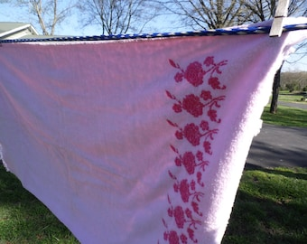 """Dundee vintage cotton bath towel pink with pink roses at one end measures 42 x 21 1/2"""""""