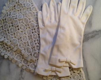 Ladies 1960s White Gloves