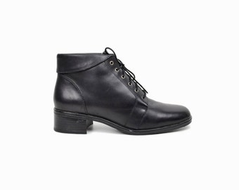 Vintage 90s Black Leather Ankle Boots with Plaid Lining / Women's Lace Up Booties - women's 7