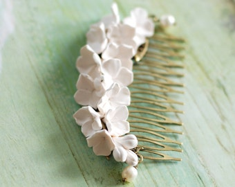 Lilac hair comb, White flower hair comb, Bridal hair comb, Freshwater pearles hair comb, Bridesmade gift, Hair comb brass, White lilac comb
