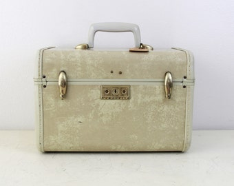 Vintage Samsonite  Cream Marbled Train Makeup Case with Key , Vintage Train Case, Wedding Card Box, Item No 1591