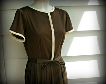 Brown Vintage Dress with White Piping