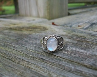 Vintage Sterling Silver Marked 925 Gorgeous Blue Flash Rainbow Moonstone Ring Size 8 3/4 On Sale
