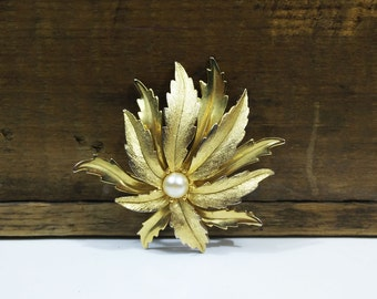 Vintage Emmons brooch / Gold tone leaf pin with faux pearl