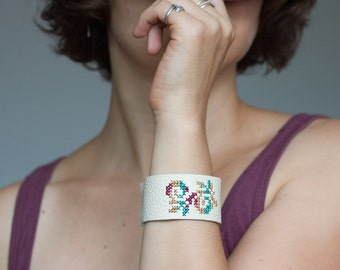Leather bracelet with floral embroidery - br001