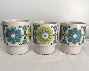 Vintage Set of 3 Retro 1970s Stackable mugs