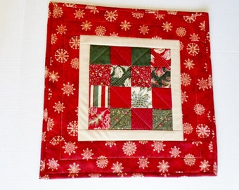 Winter Quilted Table Topper, Quilted Table Runner in Red and Green, Christmas Holiday Table Quilt, Snowflake Patchwork Table Runner