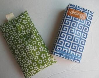 Tissue Case/White Flower On Green