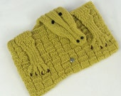 Knitted alligator purse