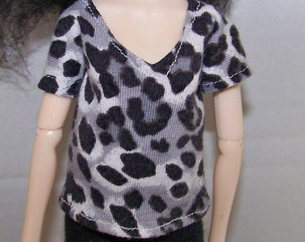 Pullip clothes - black and white spotted t-shirt