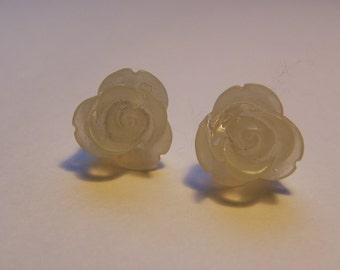 White Rose Post Earrings    782