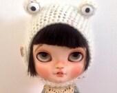 Cream monster hat for blythe doll