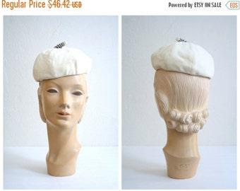 SALE / ladies 40s velvet hat - 1940s winter white cap / Snow Pixie - rhinestone stem / Ivory - vintage bride